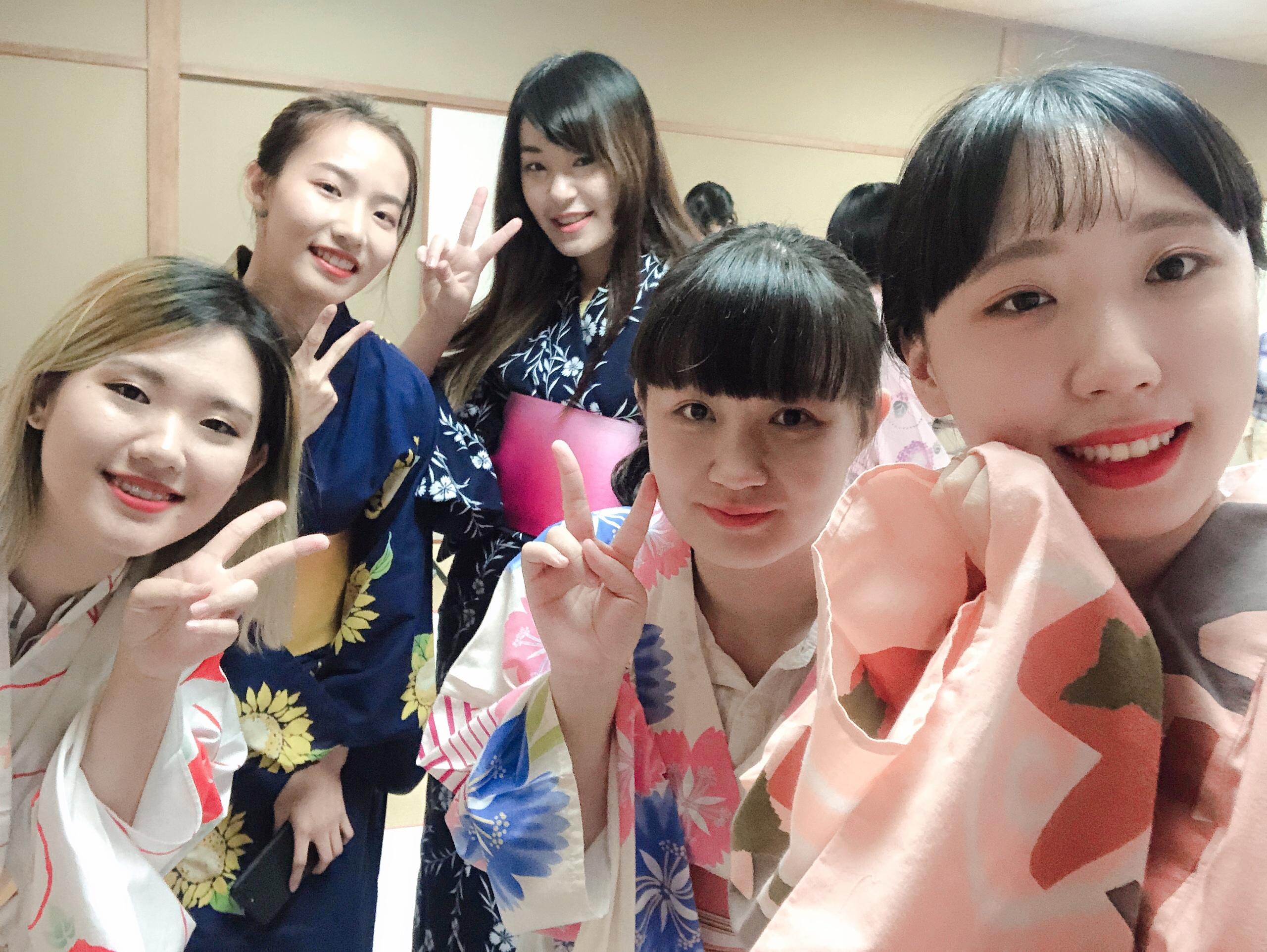 【留学生「礼法・着付けサークル葵」で浴衣の着付けを体験!】