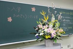 素敵なお花も、新入生のみなさんをお出迎えです