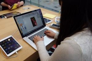 iBooks Authorを利用してインタラクティブな報告書を作成します。