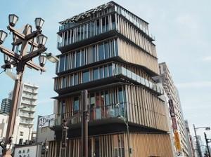世界的にも有名な隈研吾先生が設計された浅草文化観光センター。