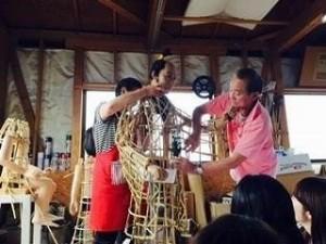 人形の作り方や纏づくりについてユーモアを交えてお話して下さった岡本さんご夫妻。