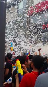新村の『水鉄砲祭り』
