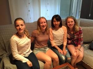 ホストシスターと私たちの家に数週間滞在していたスイスの女の子たち