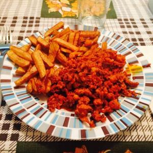 腸詰めする前のチョリソーを使った料理
