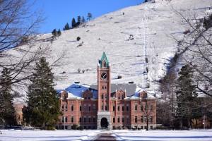 雪景色のキャンパス