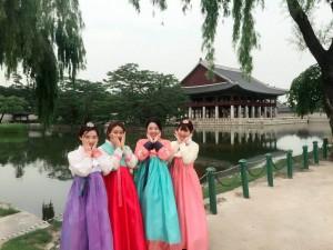 韓国の伝統衣装で記念撮影