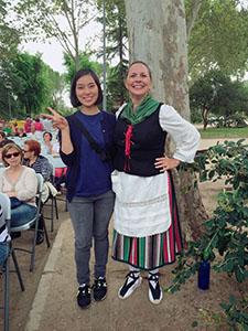 スペインの伝統的な音楽とダンスのお祭り