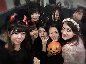 アルカリングアの学生とハロウィンパーティー
