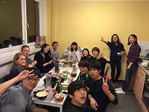 チューターさん(左側2人のドイツ人男性)主催の 日本人パーティー