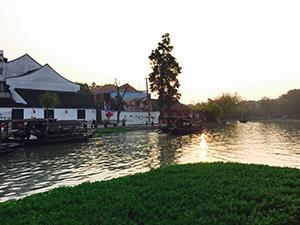 西塘古墳の水辺