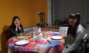 ホームステイ先に住む韓国の学生と年越し前の夕食
