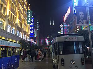 上海で最も賑わっている通り南京東路の夜