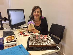 先生の誕生日をみんなでお祝い