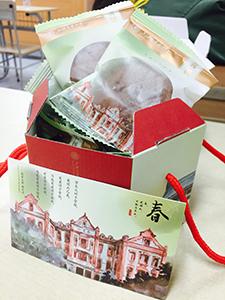 大学から一人一つ季節ごとにもらえるお菓子