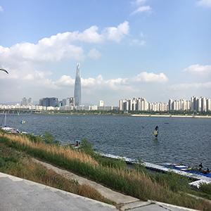 天気が良い日に漢江でサイクリング