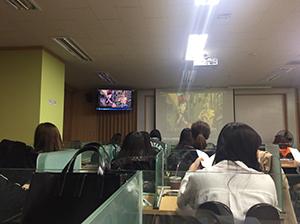 日本の映画をつかって行われる通訳の授業