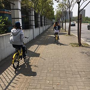 街中に置いてありよく利用する自転車サービスでお出かけ