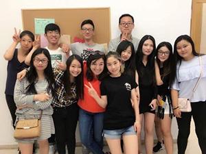 中国人のクラスメイトと先生