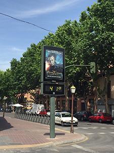 5月に入りアルカラの街の気温が41度を記録。日中は日差しが強くサングラスが必須