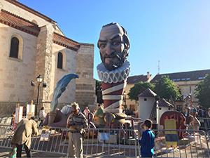 サン・ジョルディの日は「本の日」(El dia del Llibre)バルセロナ市内には、バラや本のスタンドが立ち並ぶ