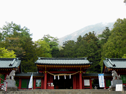 二荒山神社中宮祠と男体山