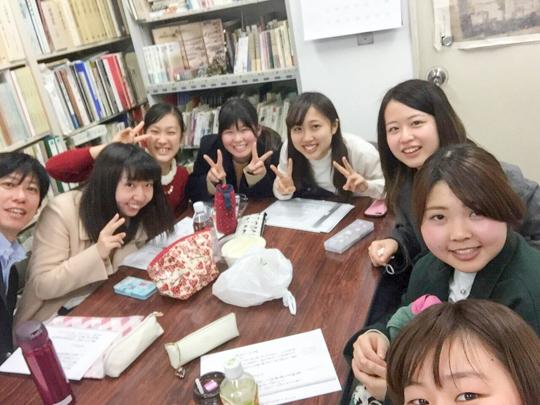 左から4人目が吉村さん。野口先生主催の古文書勉強会の写真です!写真は全員1年生です。