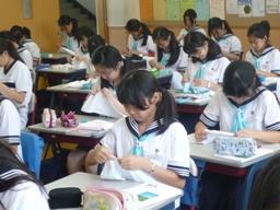 1年 家庭科 運針|ShowaView     学校の近況連絡|昭和女子大学附属 中学校・高等学校