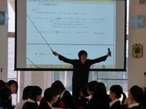 英語の授業(於:食堂)